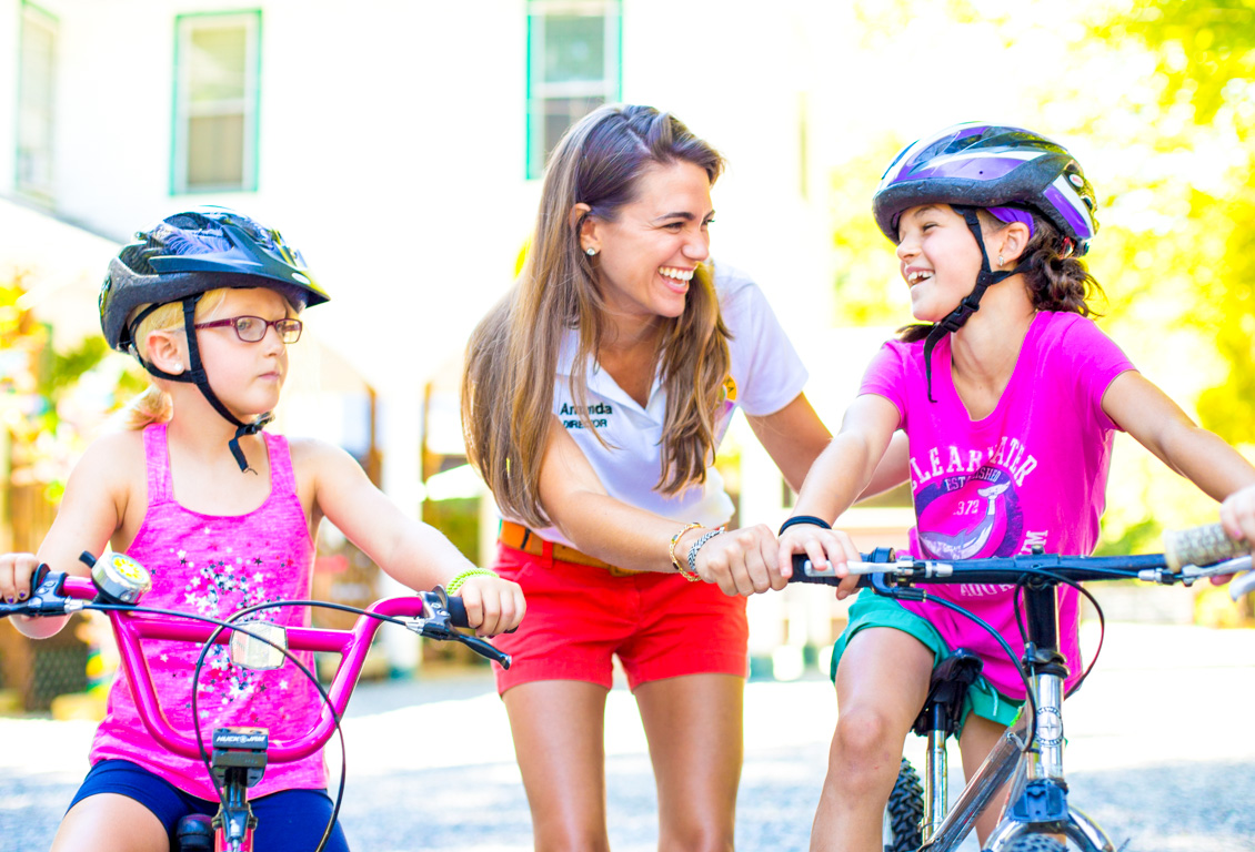 Amanda helps Chinqueka campers with bikes