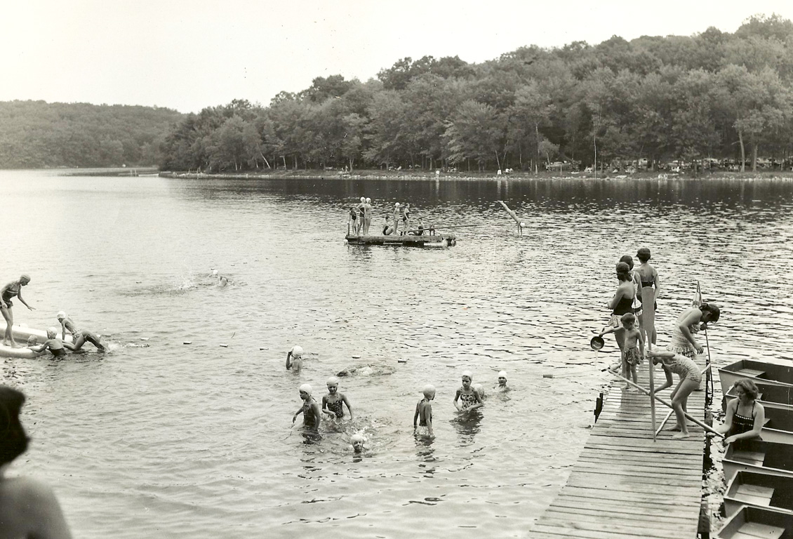 Historical black and white photo of Chinqueka waterfront